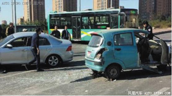 小蹦蹦塞6人出了车祸
