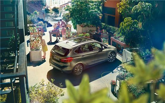 BMW 2系印象城外展