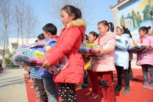 利星行淮北泗洪南京利星行小学将爱传递愿望小学新年图片