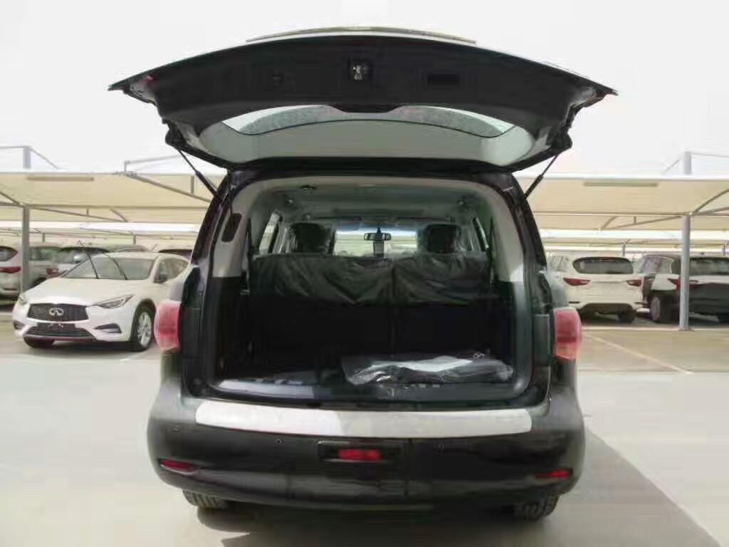 作为英菲尼迪家族的旗舰SUV车型,这款概念车用 摄像头替代了外后视镜,同时还使用了全新的LED大灯。此外,该款车型采用了英菲尼迪新一代的家族化前脸设计,呈现出非常浓烈的厚重感;从官图来看,此款车型依旧拥有巨大的车身尺寸,这也体现了其旗舰SUV应有之身份。销售热线:188 2213 6203 刘经理(同微信)