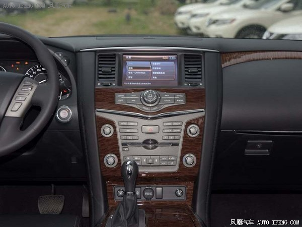 中控部分的设计比较具有豪华感,准日系豪华车的风格,bose音响是很多中