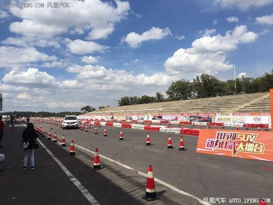 同级SVU拔河比赛S5完胜   体验者试驾讲解   最终试驾得奖老司机   总高清图片
