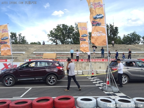 同级SVU拔河比赛S5完胜-昆明车帮组办活动8万级SUV动力大PK高清图片