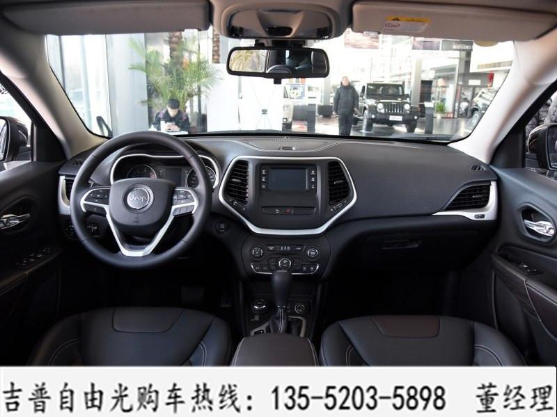 【广汽菲克自由光巨幅降价至冰点% jeep自由光2.0L多少钱/吉普Jeep高清图片