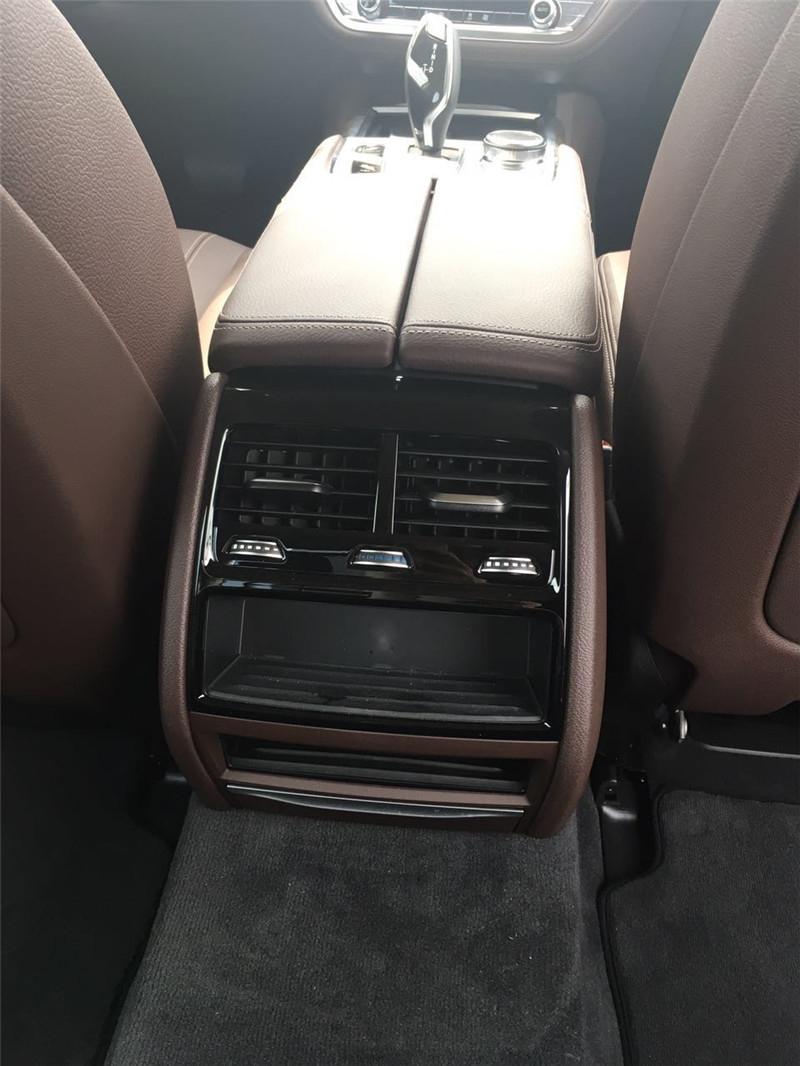 2017款中东版17款宝马730Li后驱在欧盟标准测试轮回中,综合耗油量仅为9.4升/100千米,二氧化碳排放量为219克/千米。最大输出功率为15千瓦/20马力,峰值扭矩为210牛顿米。远见卓见的宁静系统保障,让您驾驶路程越发放心。BMW7系从静止加快到100公里/小时只需4.9秒,最高车速由电子限速器节制在250千米/小时。购车咨询热线:133-1204-0123 张经理 (同微信可分期)