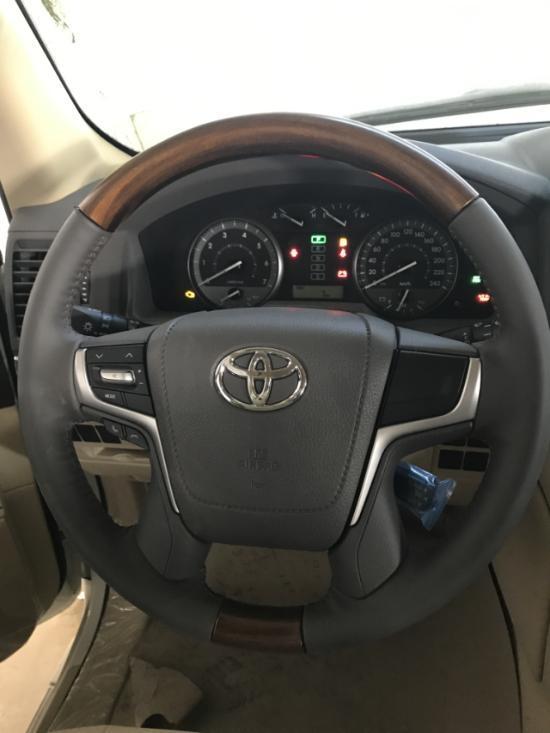 2018款丰田酷路泽4000中东版采用了全球首创的crawl control(低速巡航