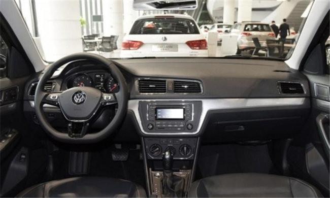 三幅方向盘也出现在了lavida朗逸上,高配车型上也将安装多功能按钮