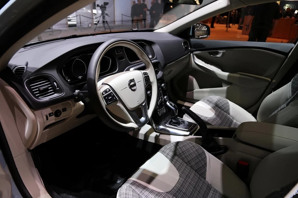 沃尔沃V40最新报价沃尔沃V40五一降价促销