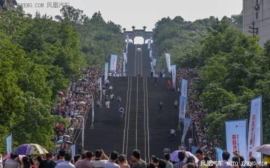 刷新国内记录 哈弗H9成功挑战长江第一梯