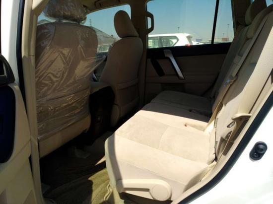 2018款丰田霸道2700/4000内部空间的舒适性展现着普拉多除了硬汉之外