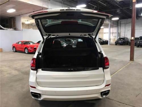 宝马X5时尚全能豪华SUV 城市中奔腾的骏马