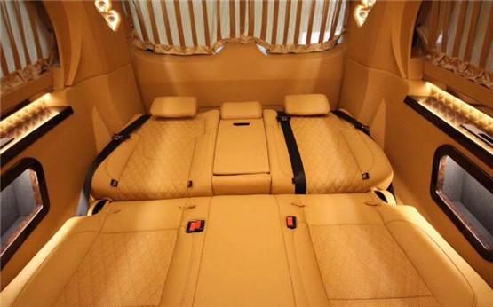 奔驰V260L改装绝对有着浓厚的时尚商务风p