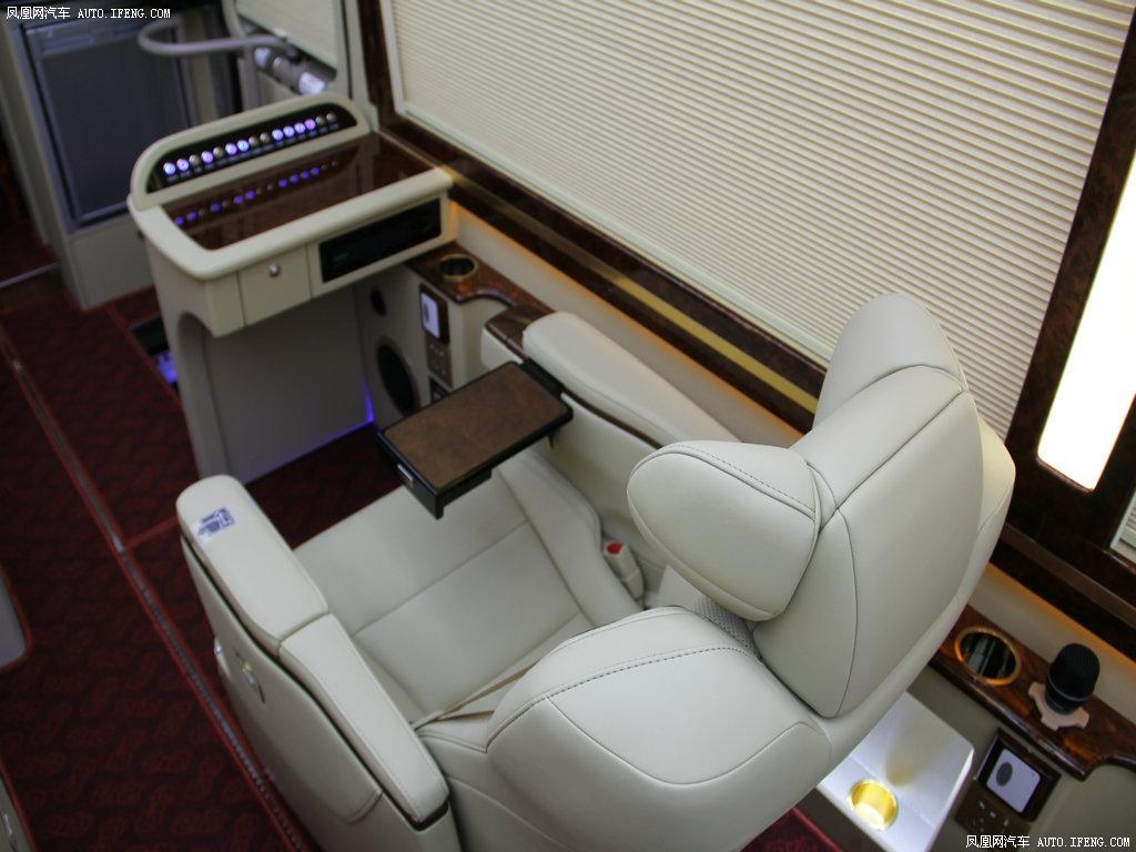 丰田考斯特销售:13683555002 杨经理
