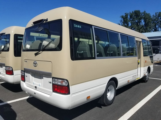 12座17座价}丰田考斯特15 座改装商务车在内饰的设计上更加突出舒适性