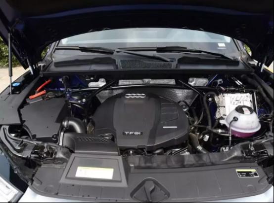 动力方面,奥迪q5l搭载了第三代ea888系列的2.0t高低功率发动机,其中奥迪q5l 40tfsi车型的最大功率为190马力,奥迪q5l 45tfsi车型的最大功率为252马力,全系匹配7速双离合变速箱和奥迪ultra quattro适时四驱系统.高清图片