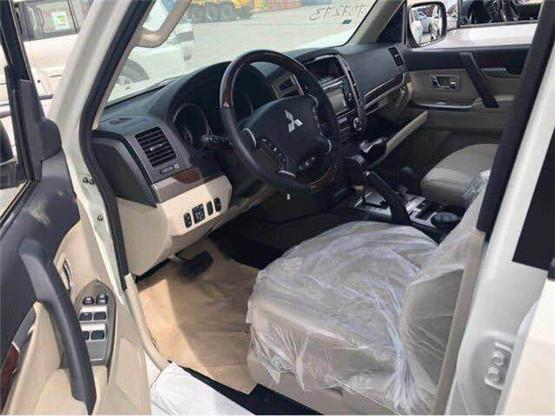 三菱帕杰罗V93特惠价 新车进港裸利抛售