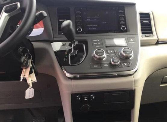 18款丰田塞纳外形俊朗坚挺时尚商务车