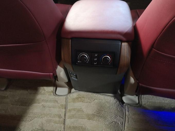 丰田霸道2700后挂丐版 豪华改装最新图解-图9