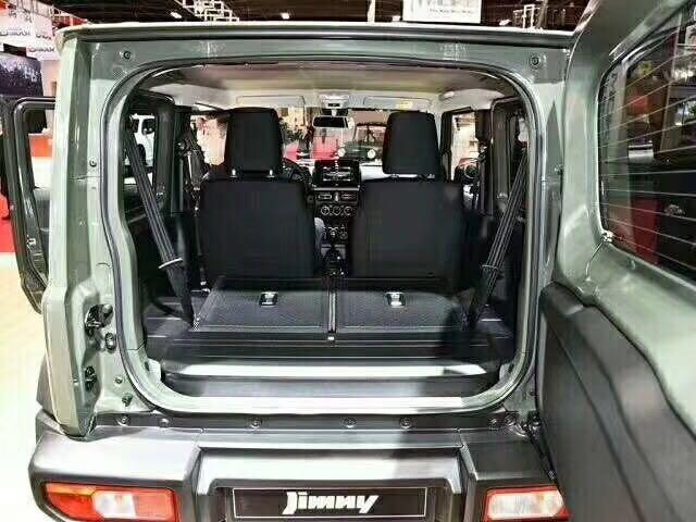18款吉姆尼国内第一批现车即将到港卖全国