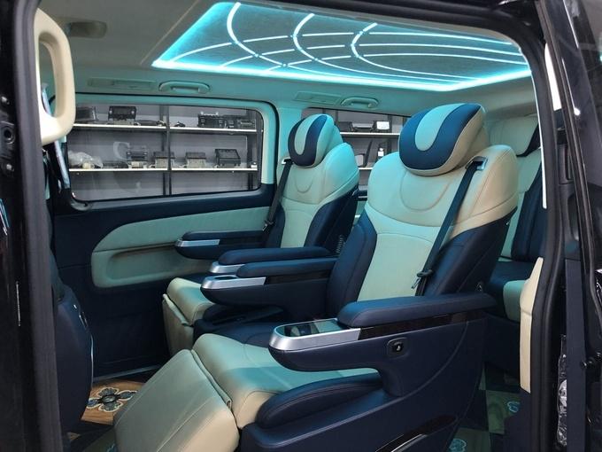 奔驰V250改装版商务车 高端商务舱新体验-图7