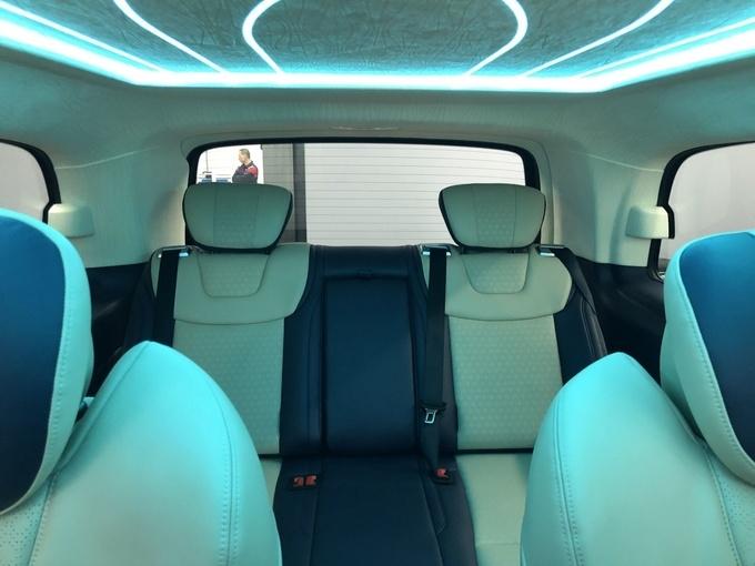 奔驰V250改装版商务车 高端商务舱新体验-图9