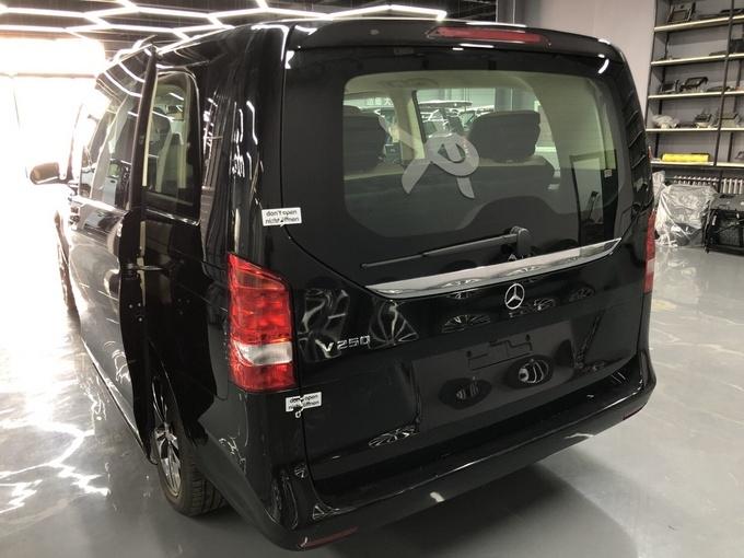 奔驰V250改装版商务车 高端商务舱新体验-图3