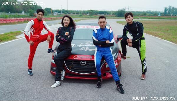 中国最美赛车手张岩受邀助阵娇韵诗新品发布